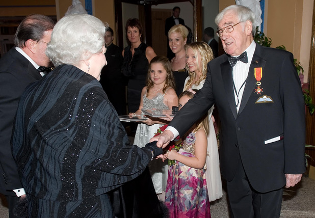 Carson meets the Queen at the Royal Variety Performance