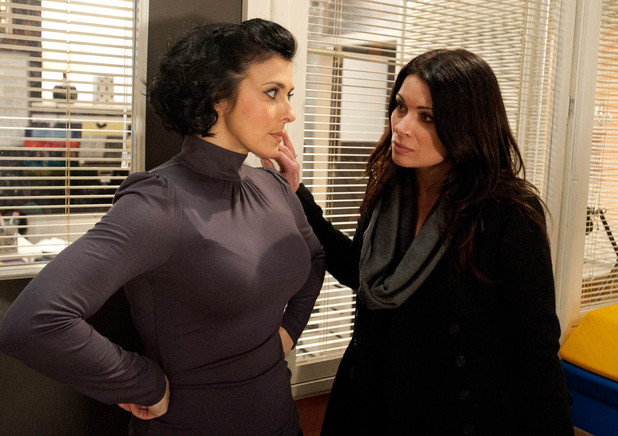 Carla Connor (Alison King) and Michelle Connor (Kym Marsh) start conspiring together.