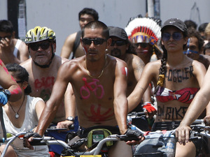 Nude cycling protest in Peru