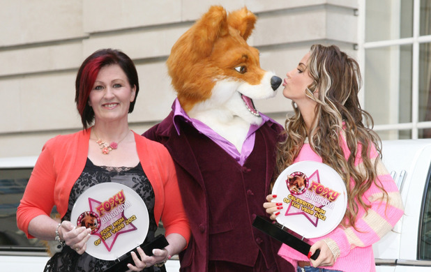Katie Price with The Foxy Bingo Celebrity Mum of the Year award