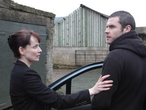 Aaron meets the police officers, telling them it was he who torched the garage, explaining that he is not letting Cain go down for it