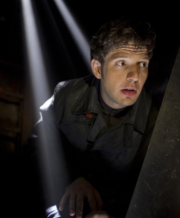 Hal (Damien Molony)