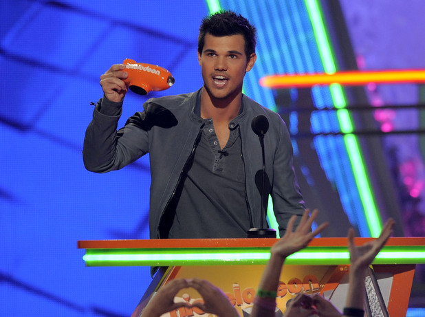 Nickelodean Kids Choice Awards 2012 - Taylor Lautner