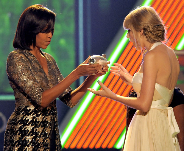 Nickelodean Kids Choice Awards 2012 - Michelle Obama presents the big help award to Taylor Swift