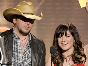 ACM Awards 2012: Jason Aldean and Kelly Clarkson