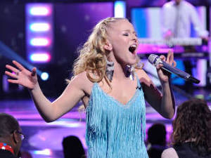 American Idol Season 11 - The Top 8 Perform - Hollie Cavanagh