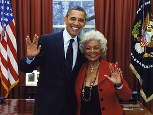 Barack Obama does &#39;Star Trek&#39; Vulcan salute with Nichelle Nichols