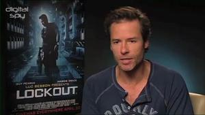 Guy Pearce talks 'Prometheus' virals, link to 'Alien'