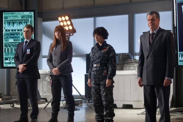 Fringe S04E20 - 'World's Apart'