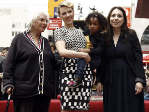 Scarlett Johansson with grandmother Dorothy Sloan, sister Fenan Sloan and mother Melanie Sloan on the Hollywood Walk of Fame