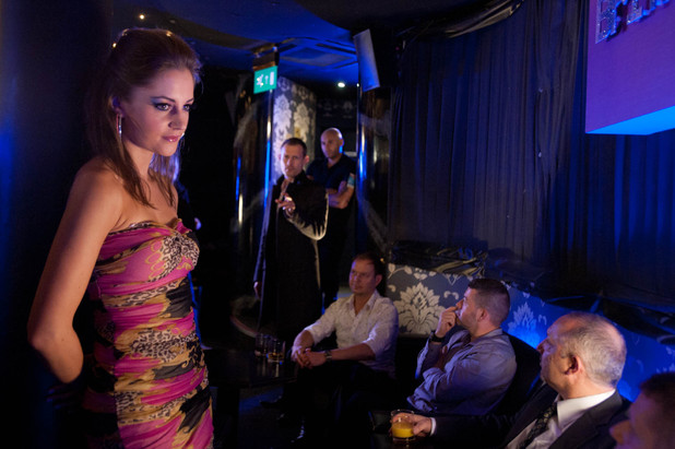 After a row with Eva, Nick heads to a lap dancing bar with David so they can left off steam. When they arrive, Nick spots a scantily clad Kylie