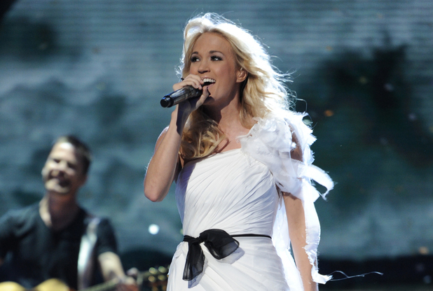 Carrie Underwood performs on &#39;American Idol&#39;s Top 5 results show