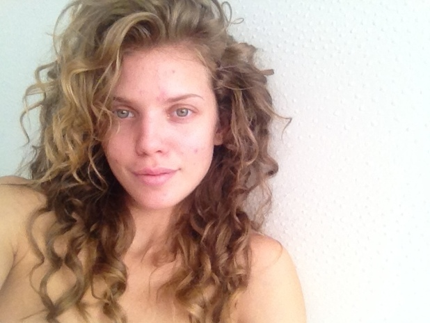 AnnaLynne McCord posts a picture of herself without make-up on Twitter.