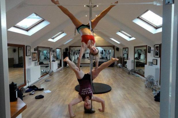 Julie Dumont handstand