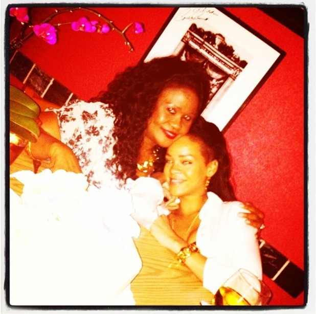 Rihanna, Monica, twitter