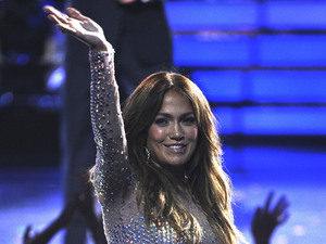 'American Idol' finale: Jennifer Lopez waves to the audience