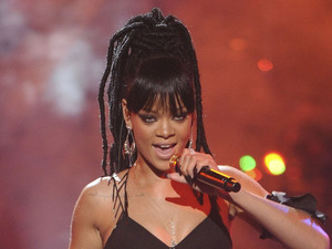 'American Idol': Rihanna performs on the final