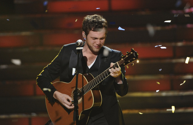 'American Idol' final: Phillip Phillips performs his first single 'Home'