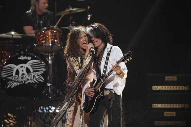 'Idol' judge Steven Tyler takes to the stage with Aerosmith