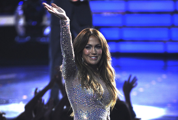 &#39;American Idol&#39; finale: Jennifer Lopez waves to the audience