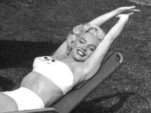 Marilyn Monroe showing off her swimwear in the garden (circa 1950)