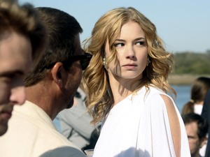 Revenge S01E01