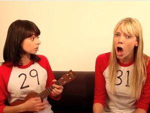 Garfunkel and Oates in the video to '29/31'