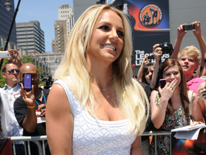 Britney poses for the photographers.