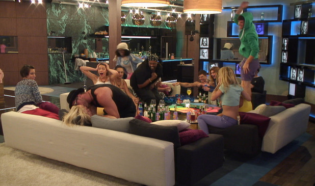 The other housemates cheer on Benedict and Victoria's kiss.