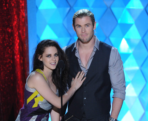 <em>Snow White and the Huntsman</em> co-stars Kristen Stewart and Chris Hemsworth