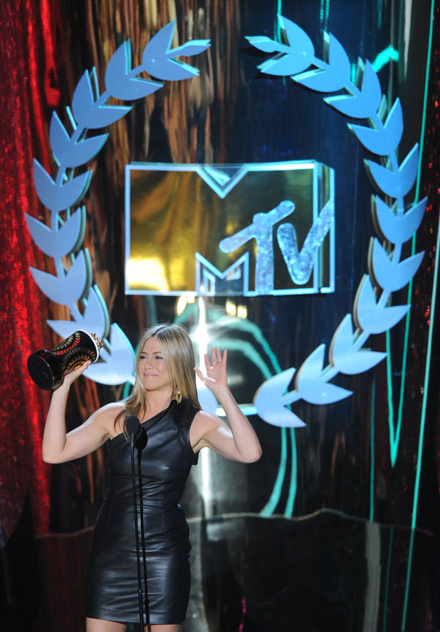 Jennifer Aniston accepts the first award of the night for 'Horrible Bosses'