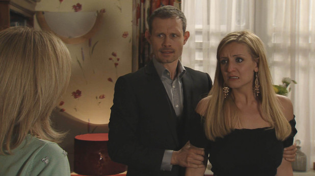 Leanne tries to reassure Eva that nothing has been going on, but an angry Eva shoves her, convinced she's been played for a fool