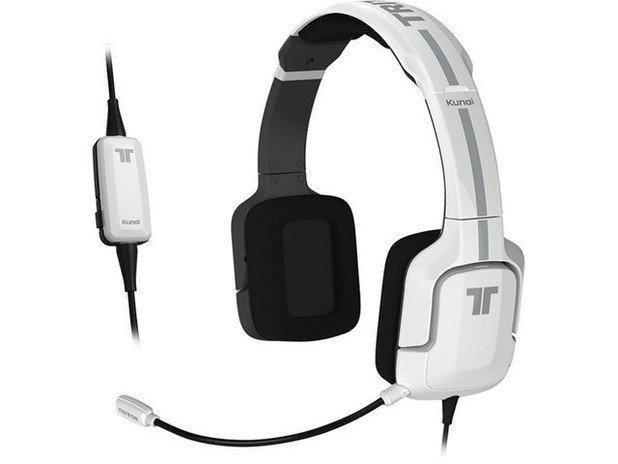Mad Catz Wii U accessories: Stereo Headset Copyright: Mad Catz 1 of 12