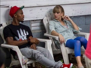 B.o.B and Taylor Swift film &#39;Both of Us&#39; video