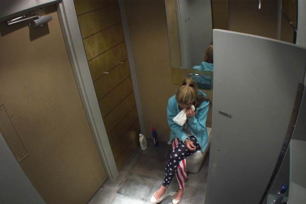 Girl bathroom voyeur