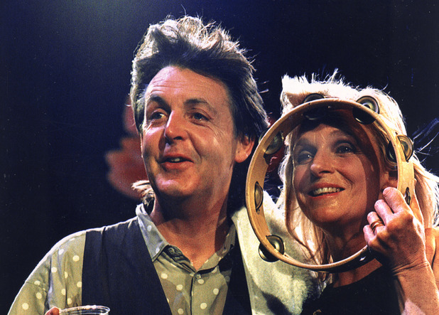 British rock musician Paul McCartney and his wife, Linda, pose during a mini-concert at a news conference in London
