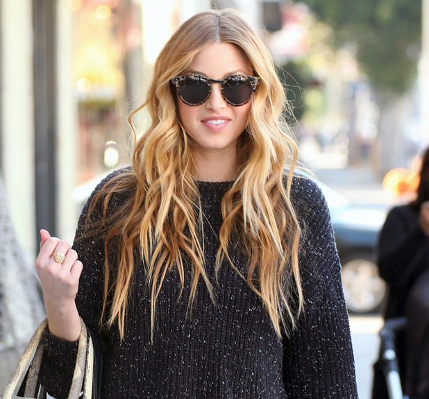 Whitney Port had lunch with a friend at the Kings Road Cafe