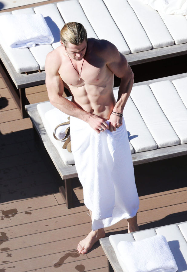 Chris Hemsworth, Sydney, topless