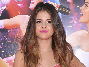 Selena Gomez Los Angeles premiere of 'Katy Perry : Part of Me' held at The Grauman's Chinese Theatre - Arrivals Los Angeles, California
