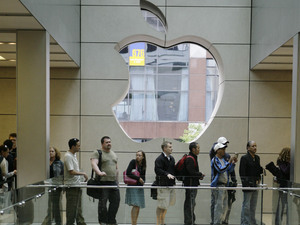 Customers rush into the Apple Store in downtown Chicago Friday, June 29, 2007, to purchase the company's new iPhone
