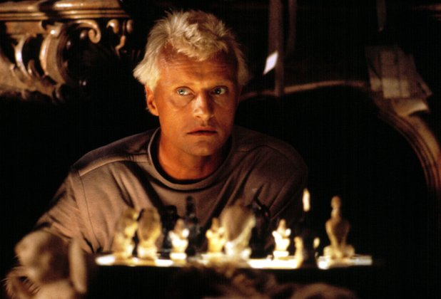 Roy Batty plays a game of chess