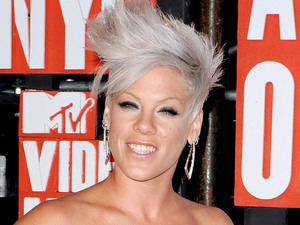 Pink arrives at the 2009 MTV Video Music Awards