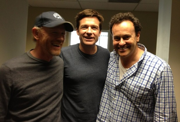 Image taken from Jason Bateman's twitter, pictured alongside Ron Howard and Arrested Development creator Mitchell Hurwitz.