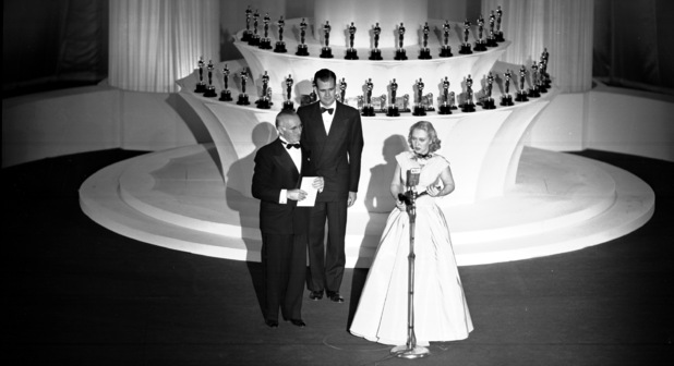 Celeste Holm accepts an Oscar on March 20, 1948 for her role in 'Gentlemen's Agreement'