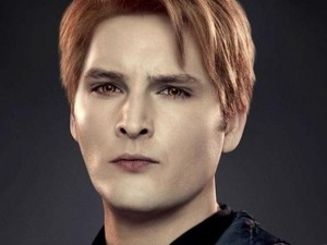 Peter Facinelli as Carlisle Cullen.