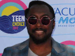 will.i.am arrives on the pink carpet at the Teen Choice Awards 2012