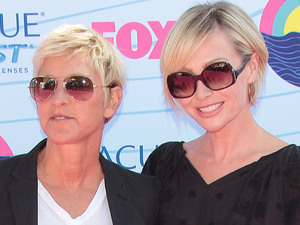 Ellen DeGeneres and Portia de Rossi arrive on the pink carpet at the Teen Choice Awards 2012