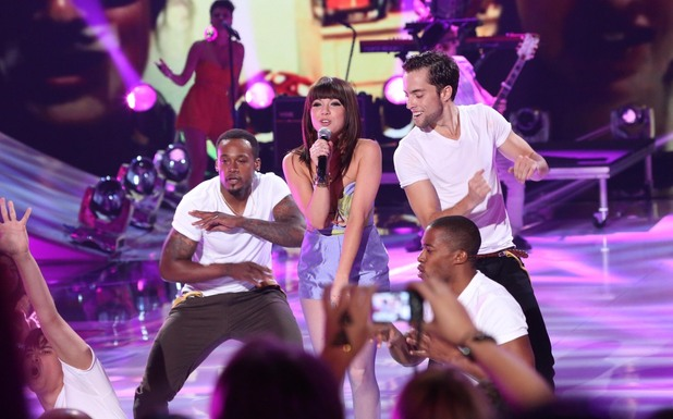 Carly Rae Jepsen performs debut hit &#39;Call Me Maybe&#39; as she wins the Choice Breakout Artist award