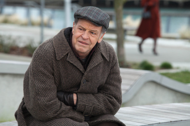John Noble in the season 4 finale of &#39;Fringe&#39;