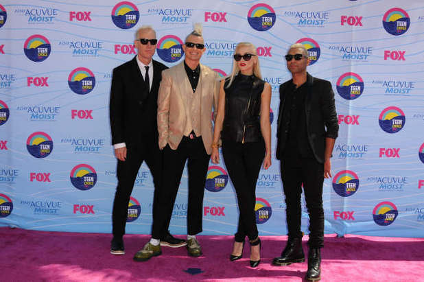 No Doubt arrive on the pink carpet at the Teen Choice Awards 2012